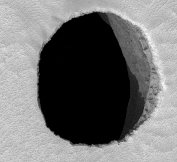 Mars;_Arsia_Mons_cave_entrance_-MRO (1)